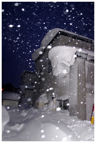 家の雪庇.JPG